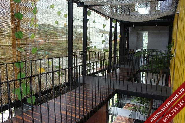 khách sạn container - ngoài hành lang