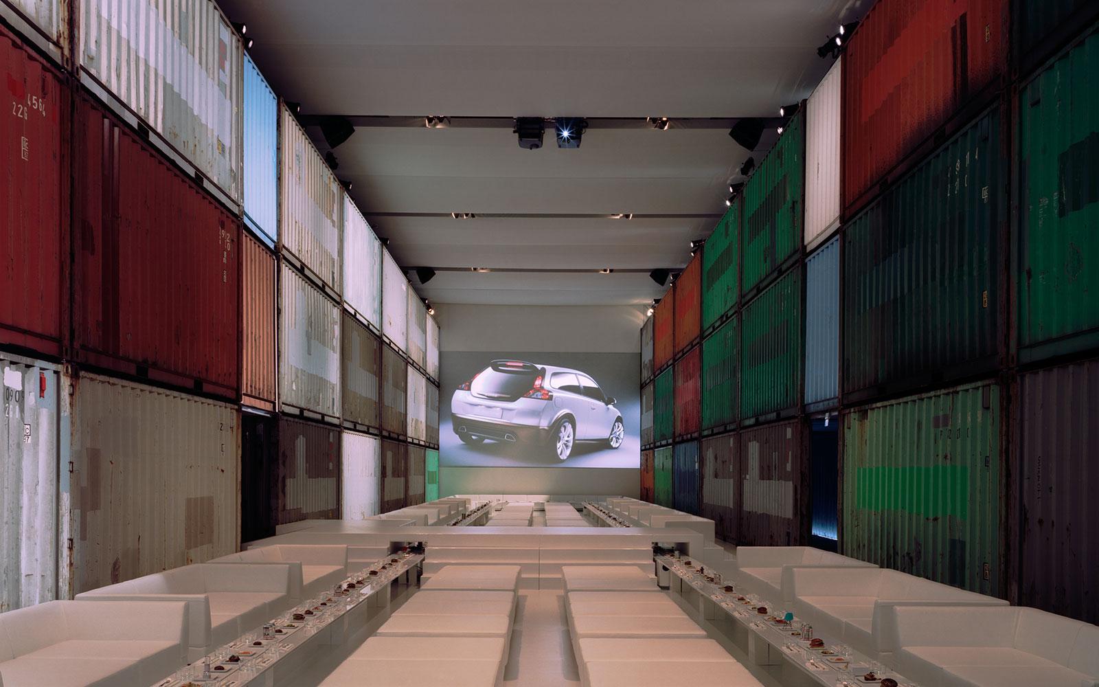không gian hội nghị Volvo C30 được thiết kế đặc biệt bằng container