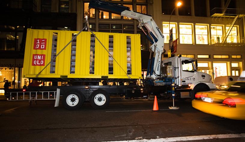 di chuyển quầy bán hàng container bằng xe tải cẩu